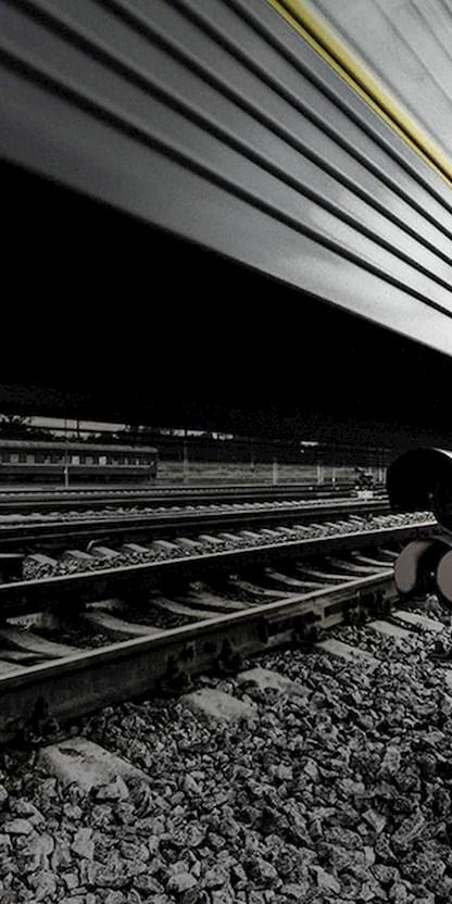 Zug auf Schienen