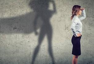 Selbstbewusste Business-Frau