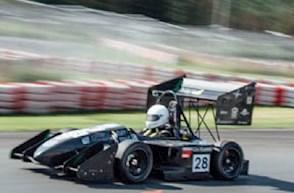 Formula Student Auto auf der Rennstrecke.