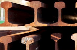 Schienen im Detail übereinander gestapelt