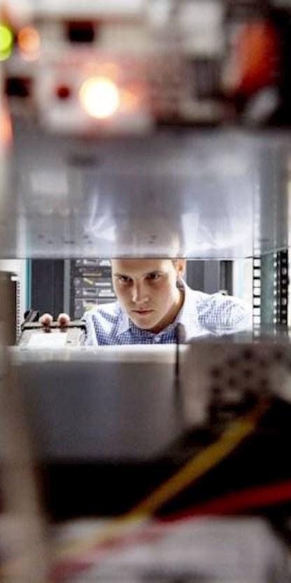 Hardware Prüfung durch einen Mitarbeiter