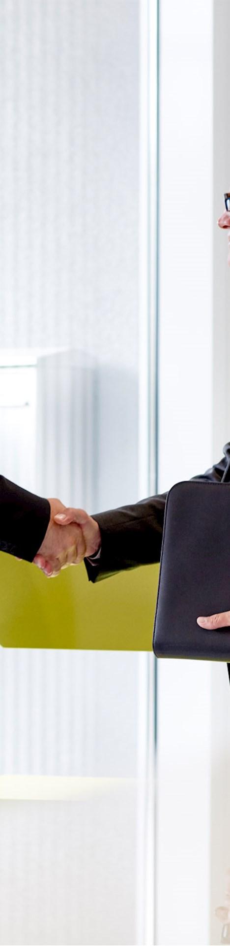 Zwei Brunel Mitarbeiter im Einstellungsgespräch
